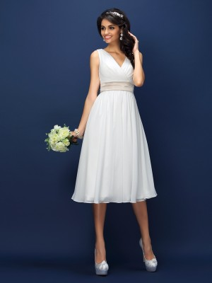 A-Line/Princess V-neck Sleeveless Knee-Length Chiffon Bridesmaid Dresses with Sash/Ribbon/Belt Pleats