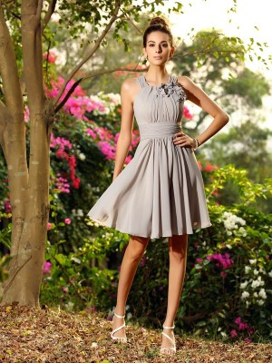 A-Line/Princess Scoop Sleeveless Knee-Length Chiffon Bridesmaid Dresses with Hand-Made Flower