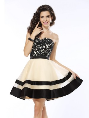 A-Line/Princess Sweetheart Sleeveless Short/Mini Organza Dresses with Applique