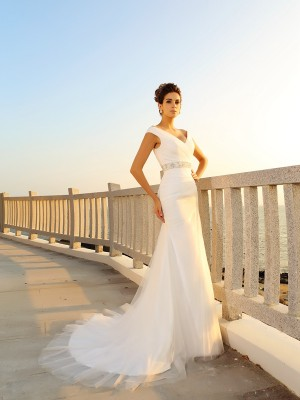 Sheath/Column V-neck Sleeveless Court Train Net Wedding Dresses with Pleats