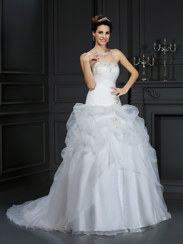 Ball Gown Strapless Sleeveless Court Train Organza Wedding Dresses with Beading