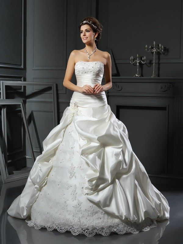 Ball Gown Sweetheart Sleeveless Court Train Satin Wedding Dresses with Beading Applique
