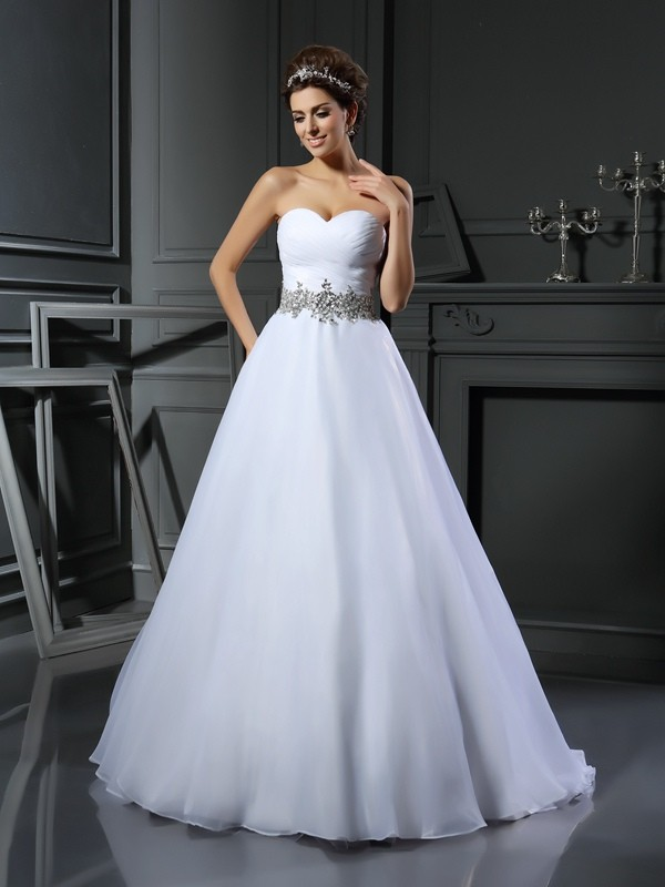 Ball Gown Sweetheart Sleeveless Court Train Satin Wedding Dresses with Beading