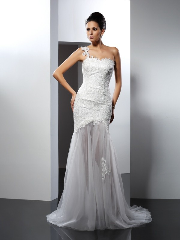 Trumpet/Mermaid One-Shoulder Sleeveless Chapel Train Lace Wedding Dresses with Lace