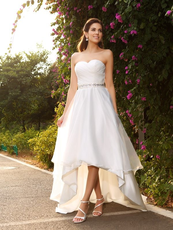 A-Line/Princess Sweetheart Sleeveless Asymmetrical Organza Wedding Dresses with Beading