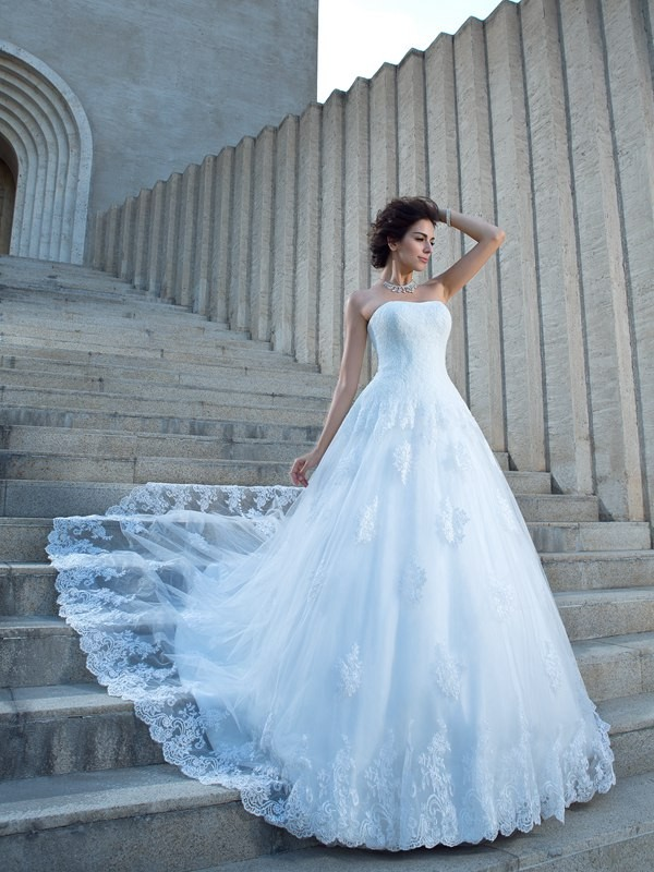 Ball Gown Spaghetti Straps Sleeveless Chapel Train Satin Wedding Dresses with Applique