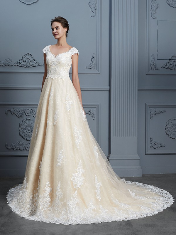 Ball Gown Sweetheart Sleeveless Court Train Lace Wedding Dresses with Beading
