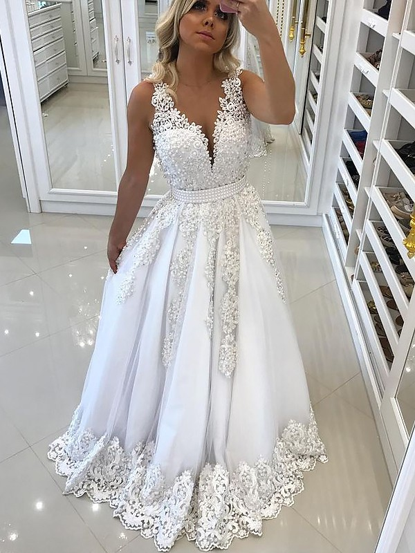 A-Line/Princess V-neck Sleeveless Sweep/Brush Train Tulle Dresses with Lace