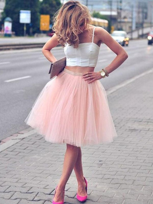 A-Line/Princess Spaghetti Straps Sleeveless Knee-Length Tulle Dresses with Pleats
