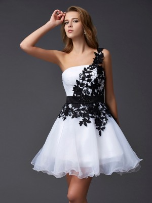 A-Line/Princess One-Shoulder Sleeveless Short/Mini Organza Dresses with Lace