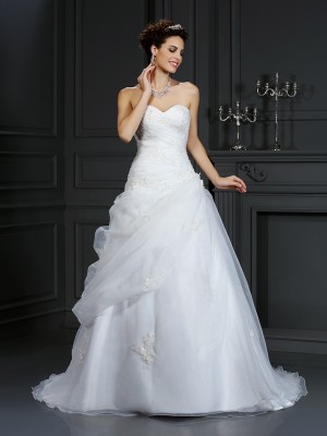 Ball Gown Sweetheart Sleeveless Court Train Organza Wedding Dresses with Beading
