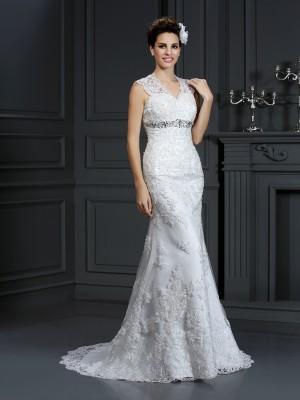 Sheath/Column V-neck Sleeveless Sweep/Brush Train Lace Wedding Dresses with Beading