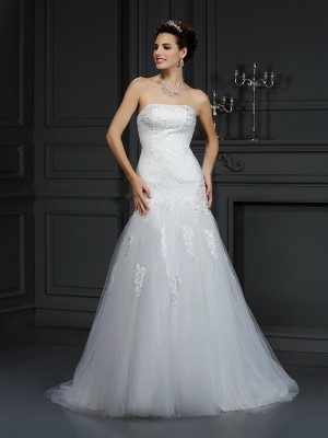 Sheath/Column Strapless Sleeveless Court Train Satin Wedding Dresses with Lace