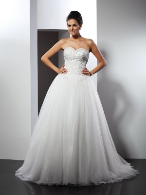 A-Line/Princess Sweetheart Sleeveless Chapel Train Net Wedding Dresses with Applique