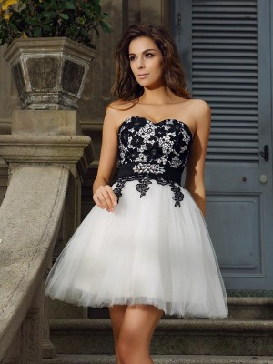A-Line/Princess Sweetheart Sleeveless Short/Mini Tulle Dresses with Applique