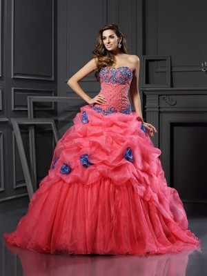 Ball Gown Sweetheart Sleeveless Chapel Train Organza Dresses with Beading