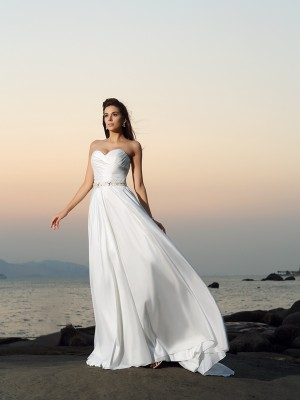 A-Line/Princess Sweetheart Sleeveless Chapel Train Taffeta Wedding Dresses with Beading