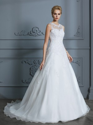 Ball Gown Scoop Sleeveless Court Train Tulle Wedding Dresses with Applique