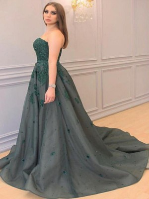 A-Line/Princess Sweetheart Sleeveless Court Train Tulle Dresses with Applique