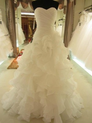 Ball Gown Sweetheart Sleeveless Court Train Organza Wedding Dresses with Ruffles
