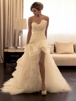 Ball Gown Sweetheart Sleeveless Sweep/Brush Train Organza Wedding Dresses with Beading