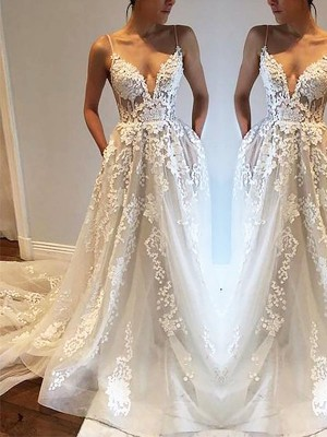 A-Line/Princess Spaghetti Straps Sleeveless Court Train Tulle Wedding Dresses